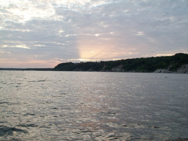 lake texoma striper guide essay Blue water striper guide service on lake texoma, full time, licensed guide, click for pictures, rate info, solunar tables, fishing reports, striped bass facts.
